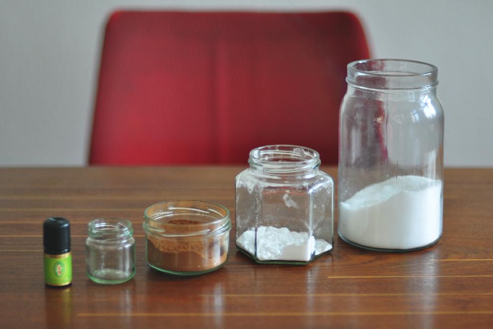 Zahnpulver: nur wenige Zutaten sind nötig